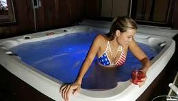Aloha ♡ Hot tub chillin!