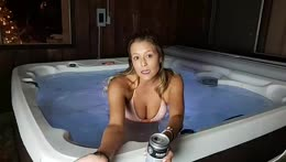 Aloha! 1 Hot Tub 1 GRILL