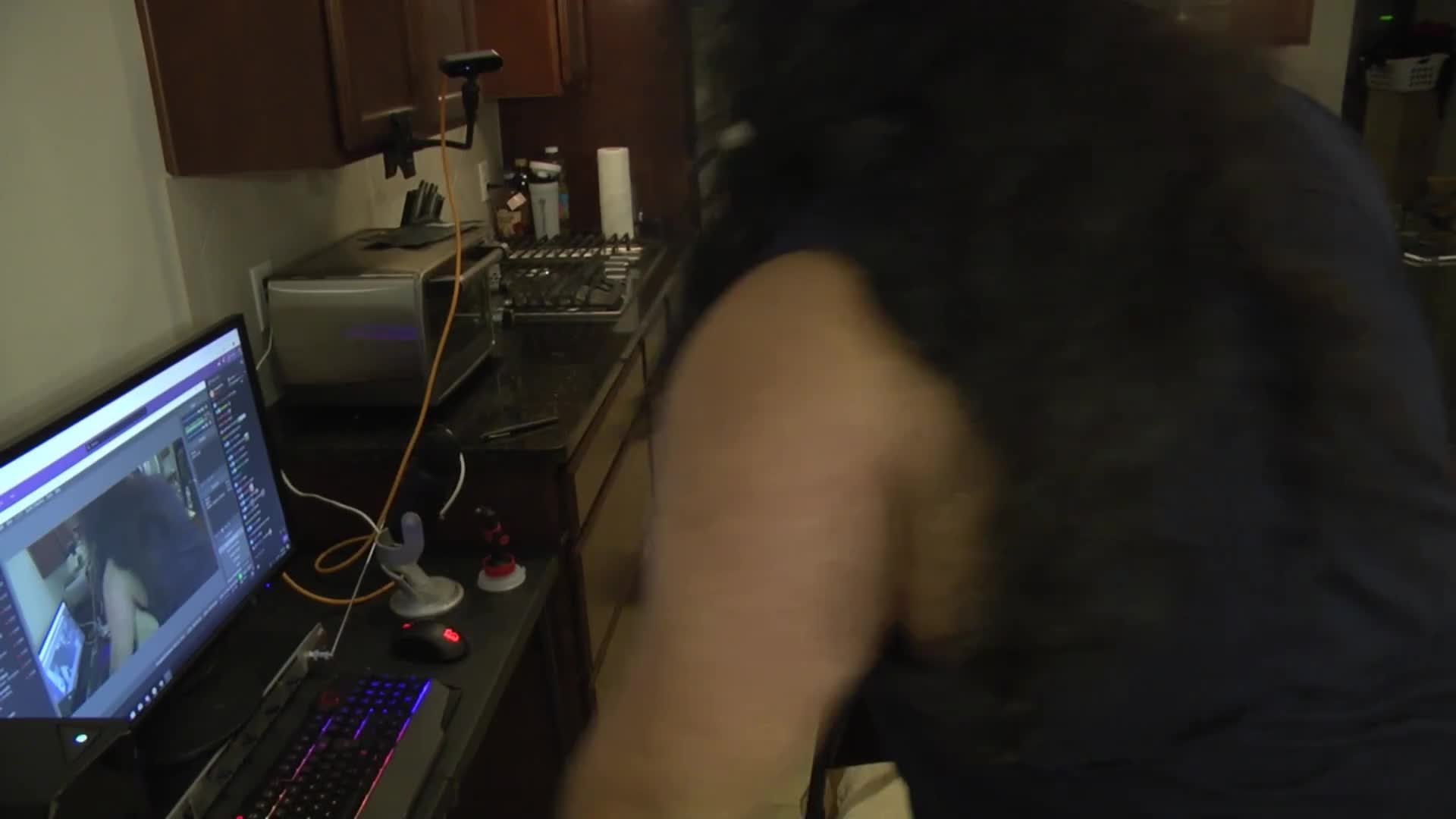chat ask mom if esfand is a virgin : EsfandTV