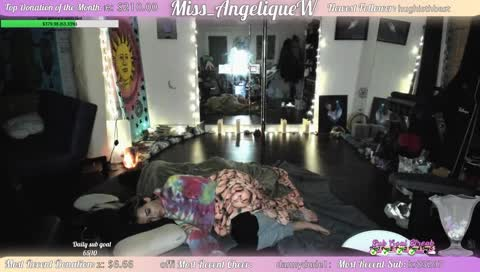 Two Sleeping Queen's On Stream!!