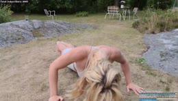 Doing 300  push-ups, adventures in the archipelago🌿 | instagram: melina.goransson