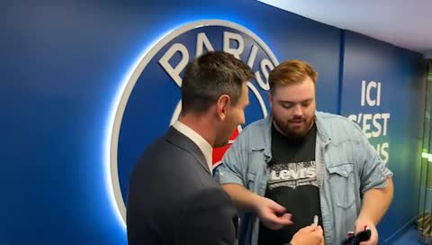 Messi talks to Twitch chat