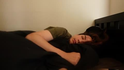 目を開けまた眠りにつく蛇足さん - Twitch