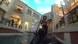 Gondola singer is amazing Pog