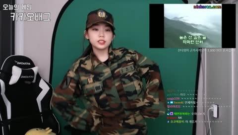 군가에 섹시댄스 추는 우정잉?