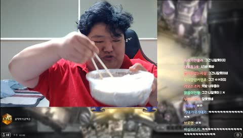 끈적한 흰색액체 잔뜩 묻히고 먹는 음탕한 색기