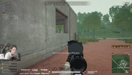 プレイを見守るムギ