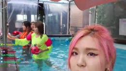 Jinny's phone NOT F ??!?