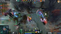Teamfight on mid, WK gets triple kill