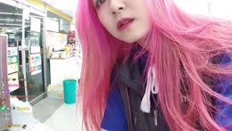 Korean Streamer updating her system