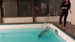 JadeyAnh jumps into pool