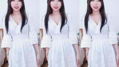 韓國妹子一身淨白清新感還調鏡頭