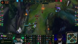 ShowMaker and Canyon take down Chovy in the mid lane! 2020 LCK Summer Week 8
