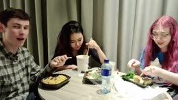feeding chat sushi