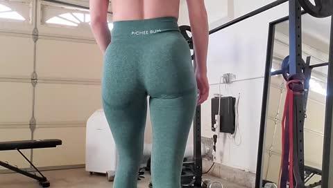 Stpeach ass
